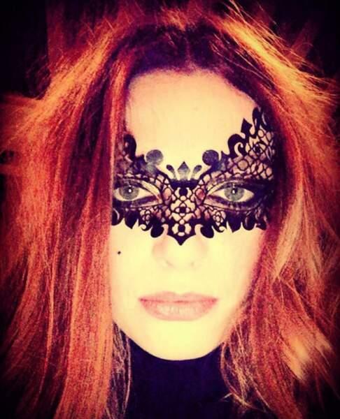 """""""Rien ne dure au-dessus de la ceinture"""" chantait-elle... Et derrière le masque ?"""
