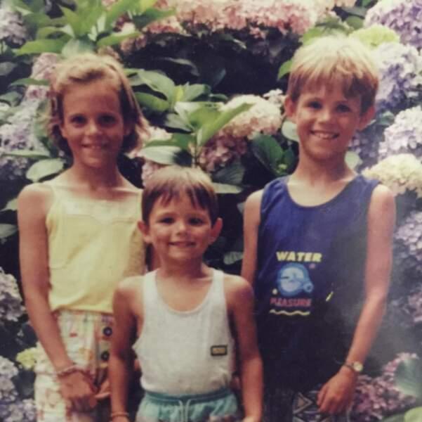 Une jeune Laure Manaudou et ses frères