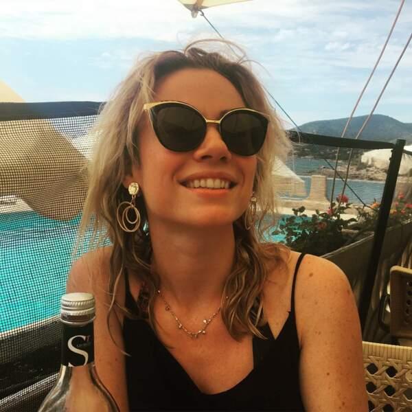 Sa sœur dans la série, Maud Baecker, a choisi la Corse