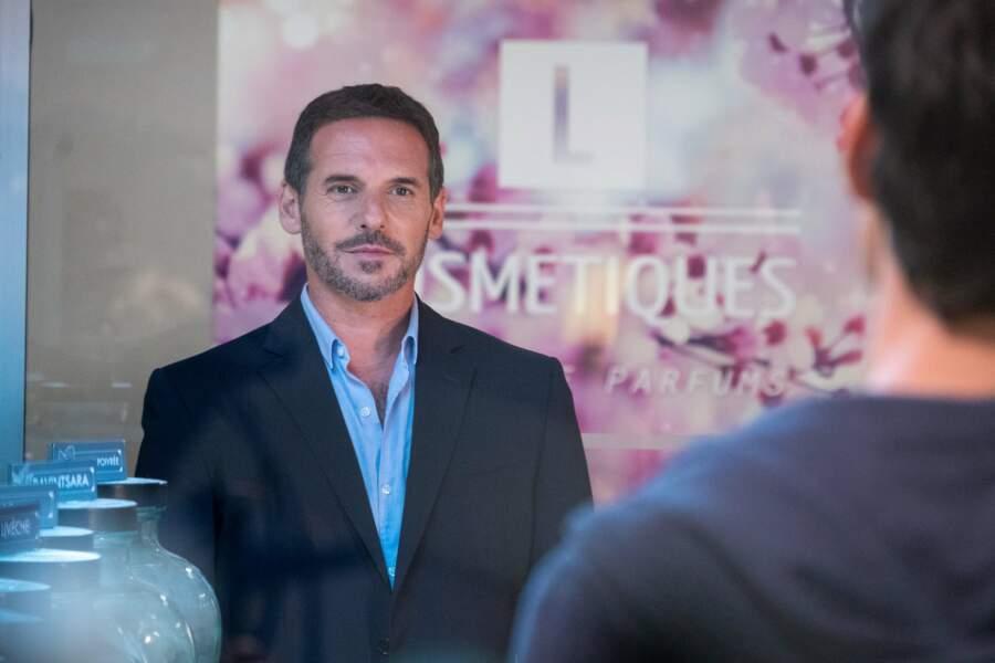 Julien Bastide, l'amour de jeunesse de Claire, est incarné par Jeremy Banster