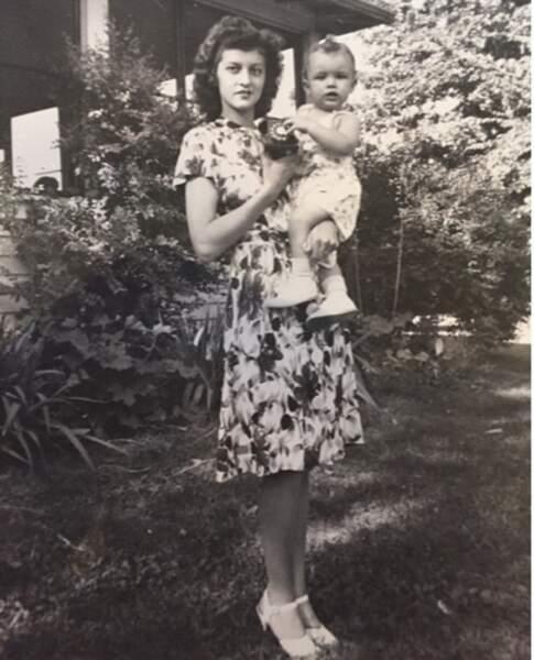 Cindy a même ressorti les vieux clichés de sa grand-mère maternelle