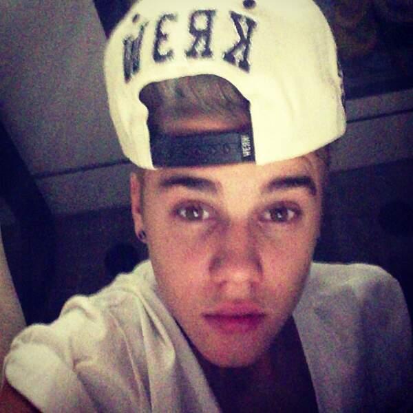 Justin, si tu veux, passe à Télé-Loisirs, nous allons t'apprendre comment mettre une casquette