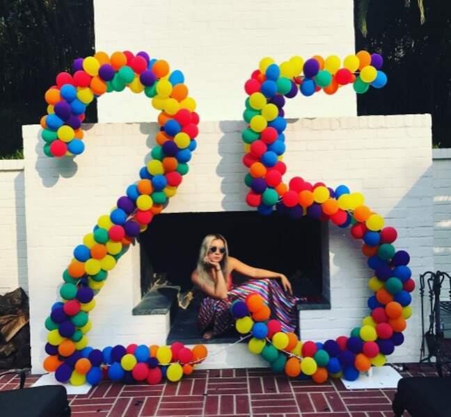 On commence par souhaiter un très bel anniversaire à Billie Lourd, 25 ans.