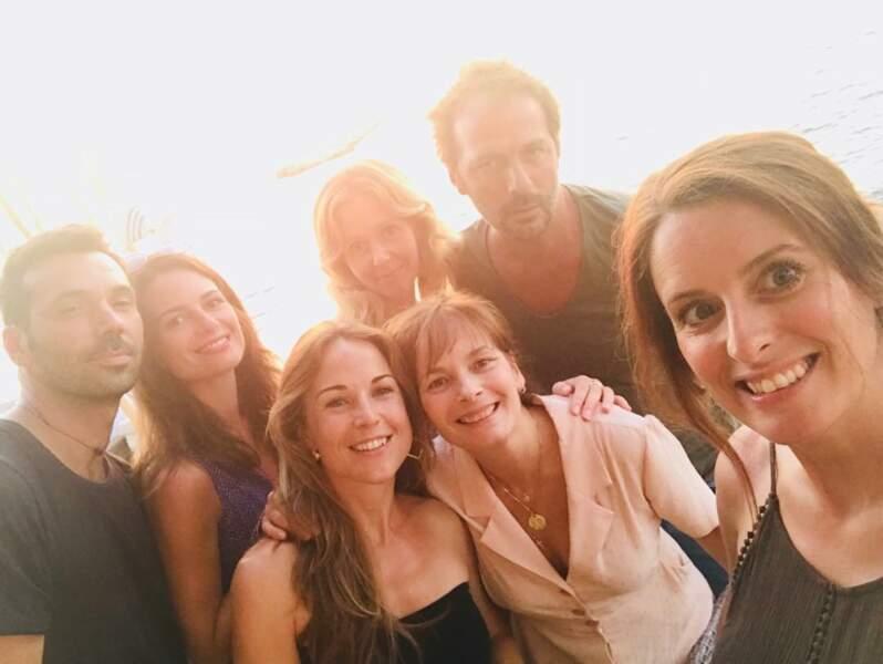 Une photo de groupe pour les comédiens de Plus belle la vie