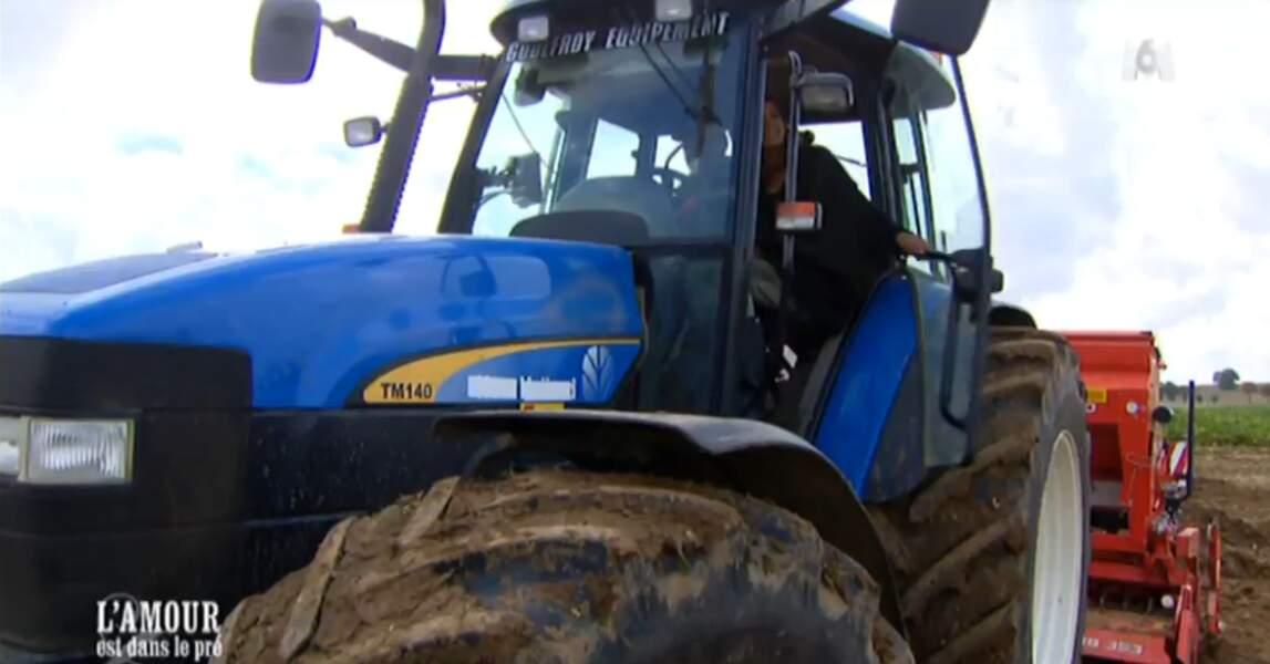 Allez, hop : Didier fait le coup du tracteur à Karine !