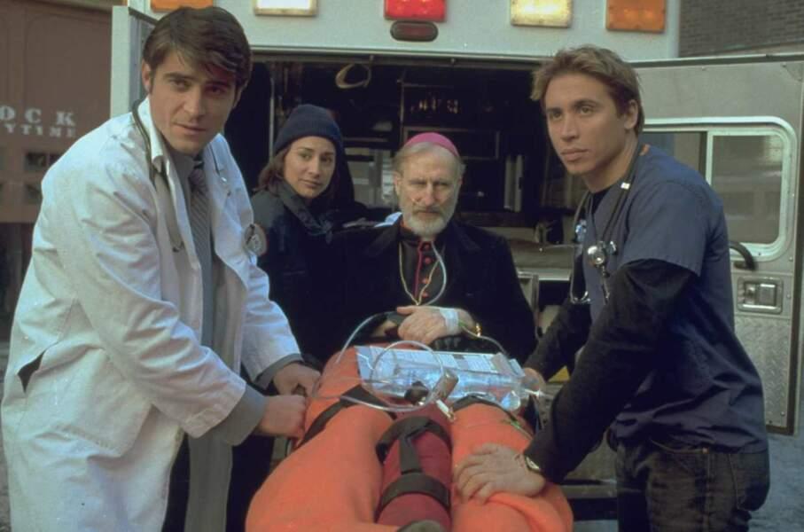 Le docteur Malucci (à droite) joué par Erik Palladino