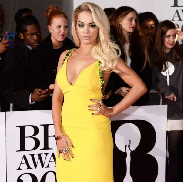 Dans sa robe jaune, Rita Ora était resplendissante !