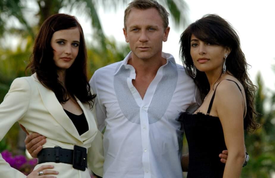 Daniel Craig bien entouré d'Eva Green et Caterina Murino dans Quantum of Solace