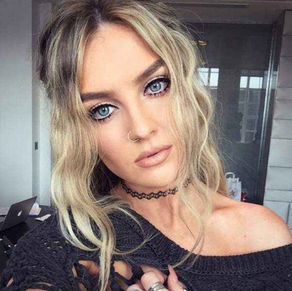 Perrie Edwards a sorti le collier 90's.