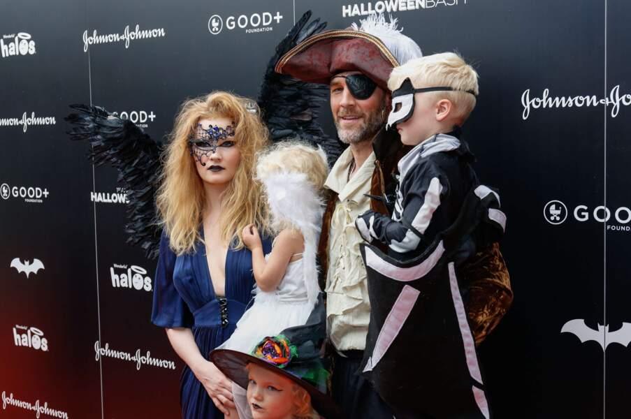 James Van Der Beek, sa femme et ses enfants ont tout donné niveau costumes.