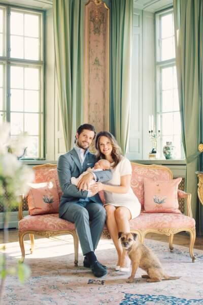En mai, un mois après sa naissance, Alexander a droit à sa première séance de photos officielles