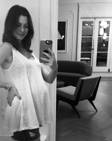Deux autres très bonnes nouvelles : Anne Hathaway est enceinte de son deuxième enfant...