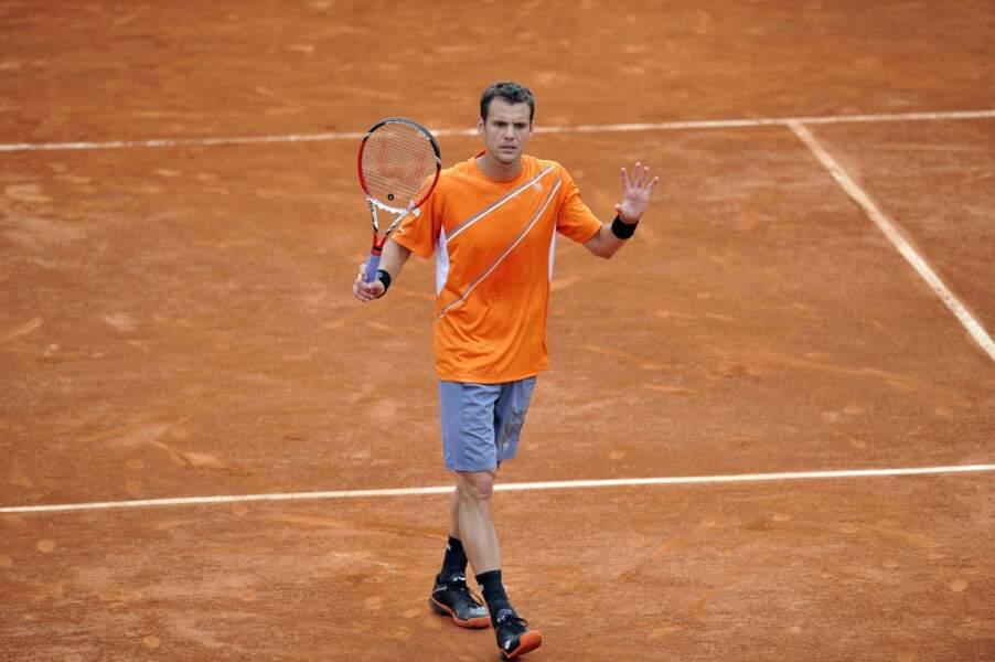 Il est néanmoins sorti du tournoi par le Finlandais Jarkko Nieminen (6-4, 4-6, 7-6, 4-6, 6-2)