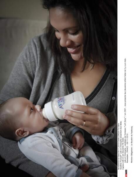 Loin des paillettes de Paris et de la télé-réalité, Julie et Christophe sont les heureux parents de deux enfants !