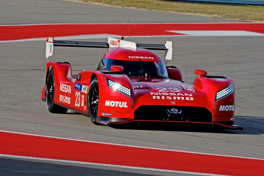 Avec un look pareil, la Nissan figure en première place de l'affiche officielle des 24h du Mans. C'est déjà ça !