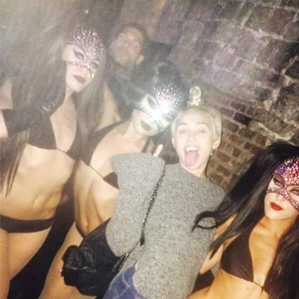 Incroyable, Miley Cyrus est habillée !