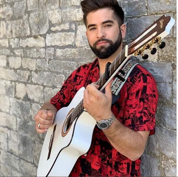 Il ne quitte jamais sa guitare