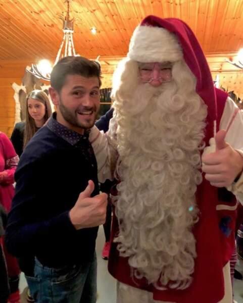 Pendant ce temps-là, Christophe Beaugrand rencontrait le Père Noël avec un mois de retard.