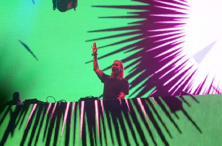 Et on se quitte avec David Guetta qui maîtrise à la perfection le mix à une main. RESPECT DAVID.