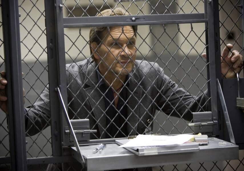 En 2009, il est Charles Barker, vétéran du FBI dans la série The Beast