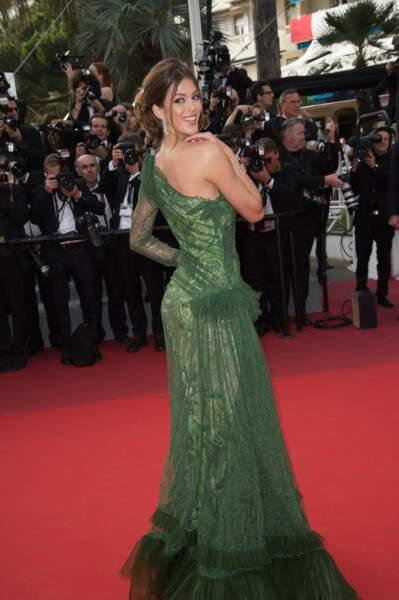 Elle rayonnait dans sa robe verte déstructurée signée Jean Paul Gaultier