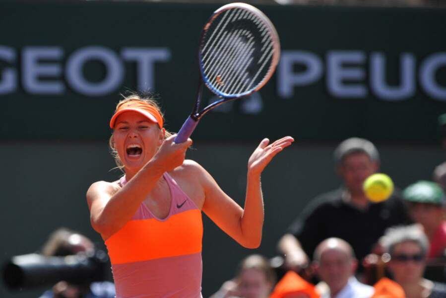 Heureusement pour vous, il n'y a pas le son car Maria Sharapova crie fort. TROP FORT.