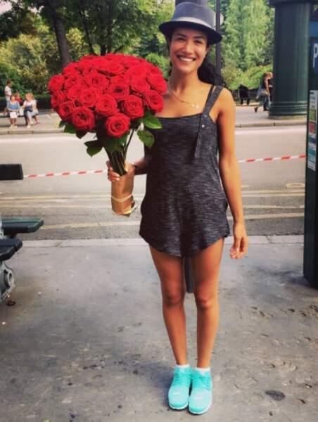 Mais qui a offert ce GROS bouquet de fleurs à Sabrina ?