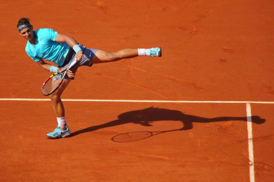 Plutôt souple Rafael Nadal. Il est prêt pour faire de la danse classique.