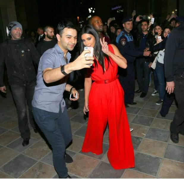Kim Kardashian demande-t-elle à faire retoucher les selfies des fans ?