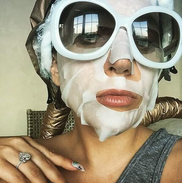 Accompagné bien sûr d'un petit masque à la Casper...
