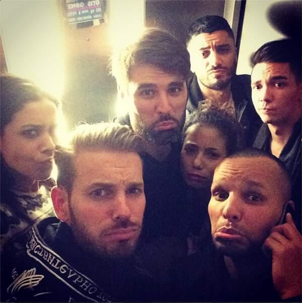 Pendant ce temps, M. Pokora et la troupe des Robins des Bois étaient coincés dans l'ascenseur