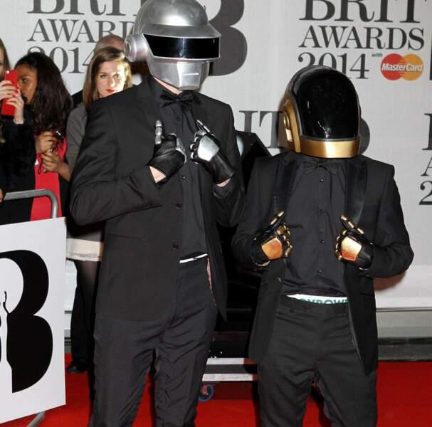 Les Daft Punk, casqués comme à leur habitude, ont eux aussi foulé le tapis rouge !