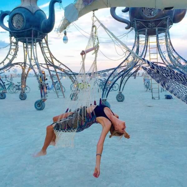 Ou totalement exténué comme Kelly Rohrbach au festival Burning Man ?