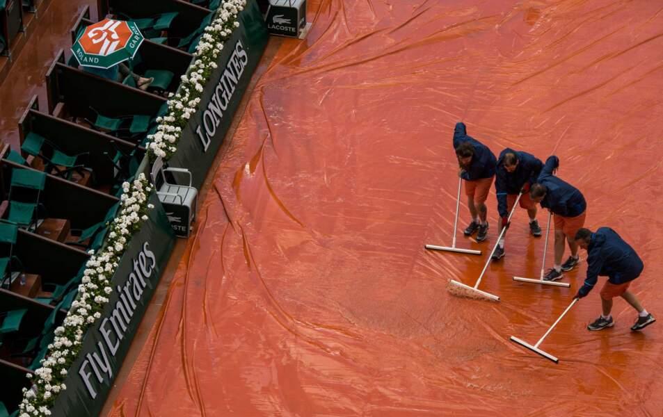"""Allez, on se quitte avec un grand classique à Roland-Garros : """"on va bâcher"""""""