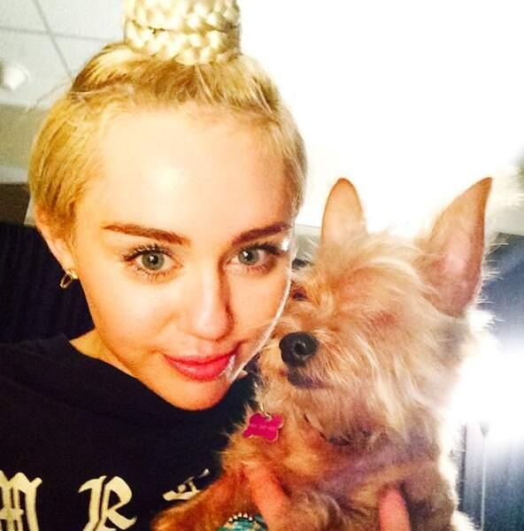 Ah, tiens, Miley Cyrus en plein délire, ça faisait longtemps...