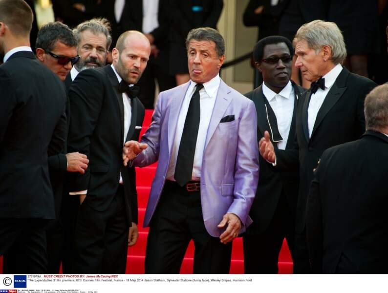 A Cannes, ces messieurs sont toujours en noir. Sylvester Stallone au moins, ose le violet !