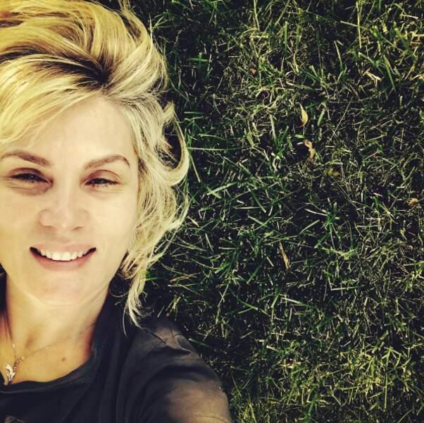 Et plein d'herbe pour s'allonger et prendre des selfies, comme celui-ci publié par sa maman, Emmanuelle Seigner.