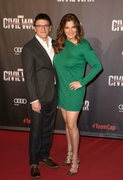 Et est venu fouler le tapis rouge en bonne compagnie : avec sa femme, très sexy dans cette robe verte