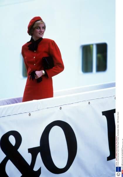 """Dans un style chic et retro, La princesse Diana baptise le paquebot de luxe """"Royal Princess"""" à Southampton"""