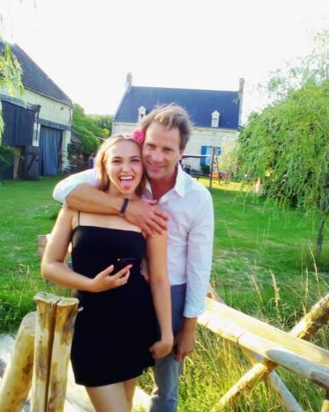 Tandis que Chloé, la fille d'Alexandra Lamy, s'éclate avec son père Thomas Jouannet.