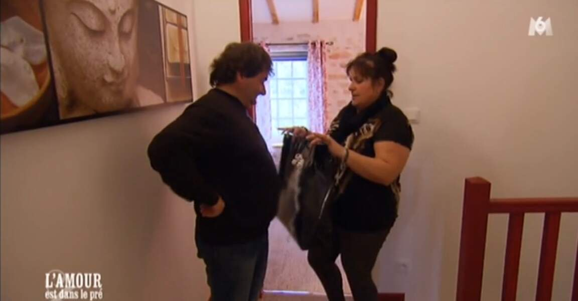 Sandrine a prévu des cadeaux pour Michel...