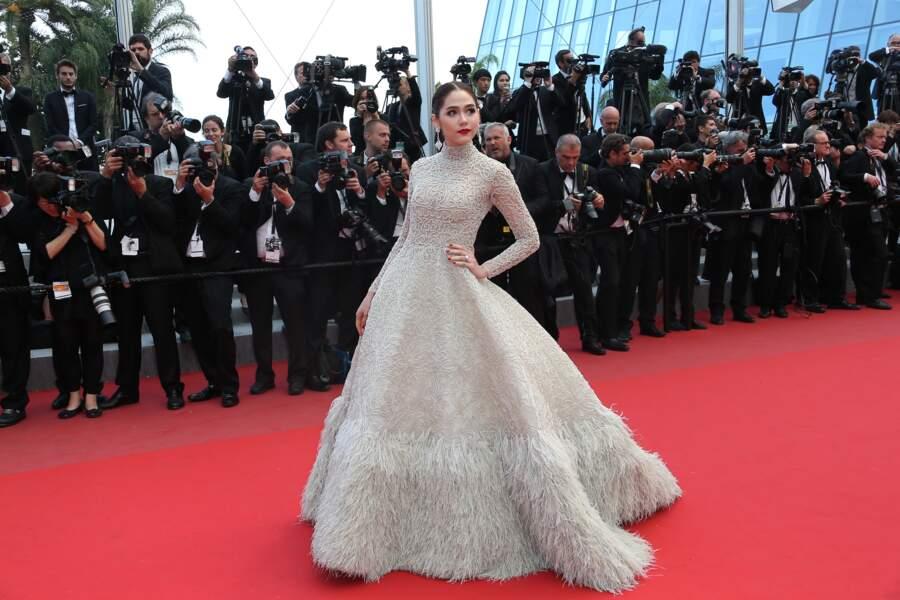 Araya Hargate s'est imposée sur le tapis rouge de Cannes.