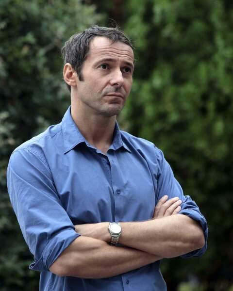Le charmant Julien Boisselier est Thomas dans la série