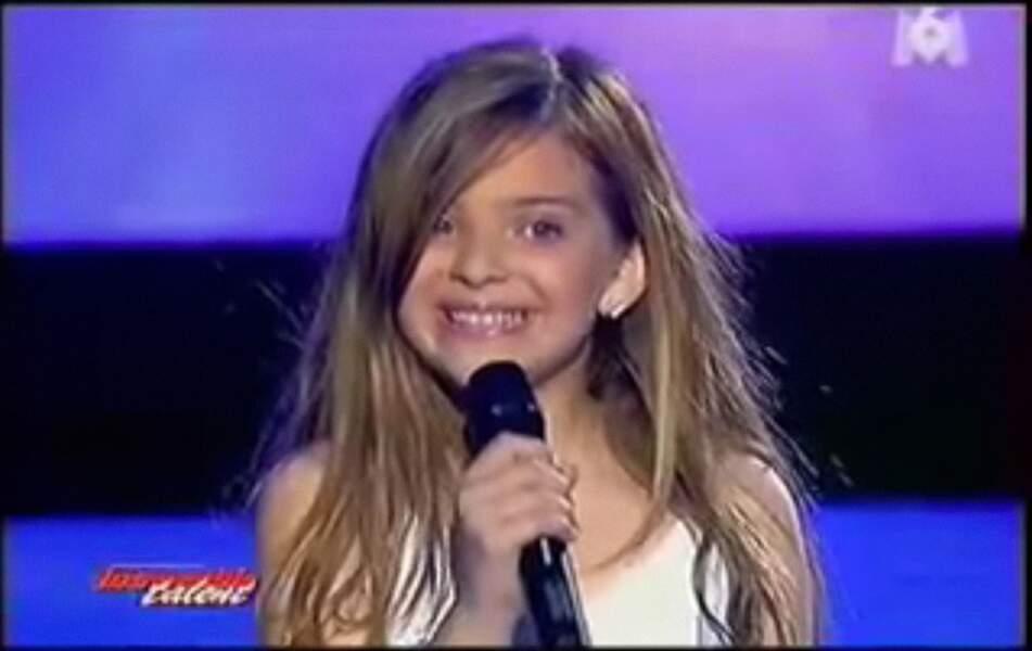 Il s'agit de Caroline Costa, finaliste d'Incroyable talent, en 2008