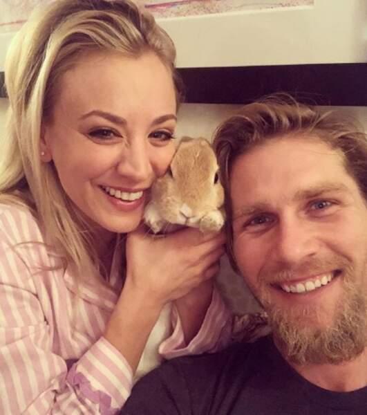 Tout aussi mignon : voici Simon, le nouveau bébé de Kaley Cuoco et son mari.