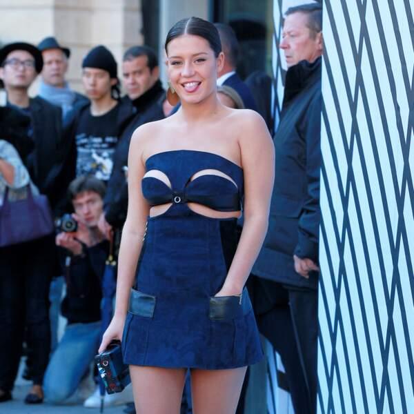 Adele Exarchopoulos a fait une entrée remarquée au defilé Louis Vuitton à la Fashion Week de Paris