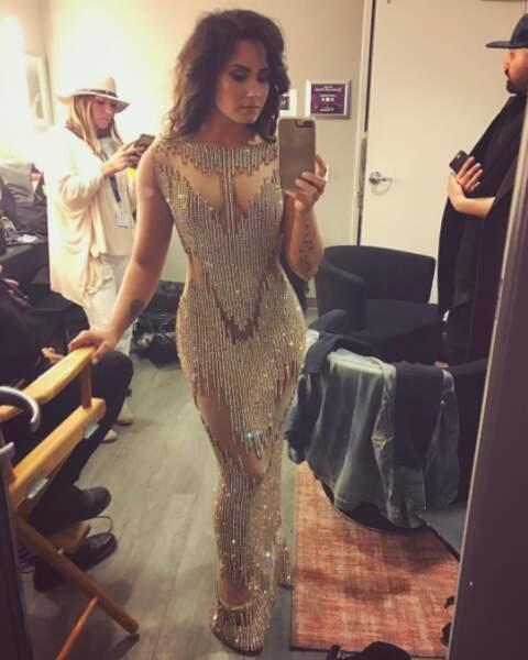 Demi Lovato a joué sur le transparence dans cette robe de soirée.