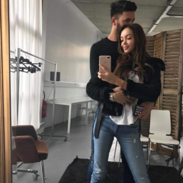 Selfie de couple pour Nabilla et Thomas Vergara.