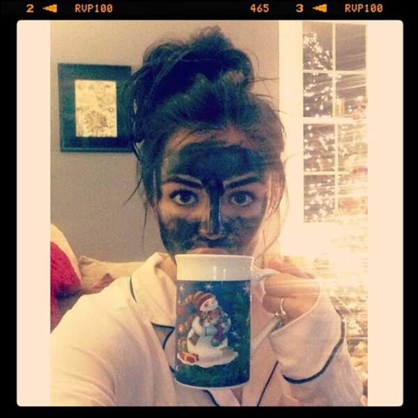 Avez-vous reconnu cette actrice cachée derrière un masque ?