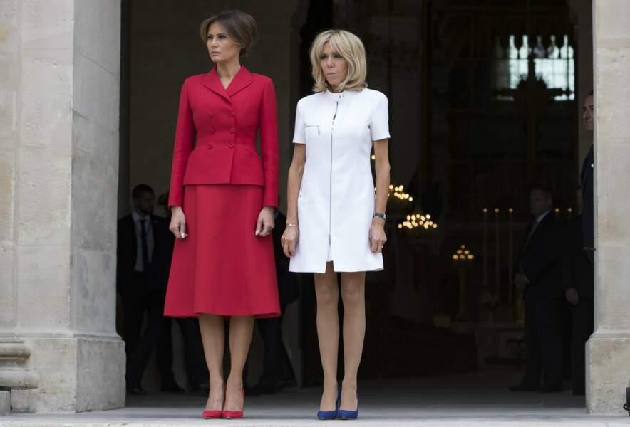 Les deux premières dames étaient parfaitement assorties, en bleu blanc rouge